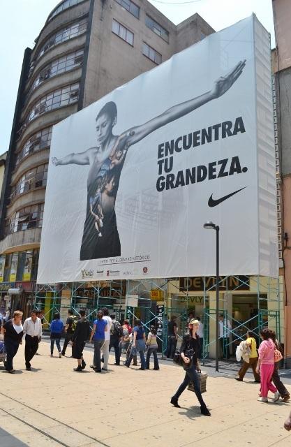 ...cuántos futbolistas que no han logrado nada están en anuncios como este?...