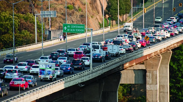 ...el maldito tráfico... (foto: tomada de cnn méxico)