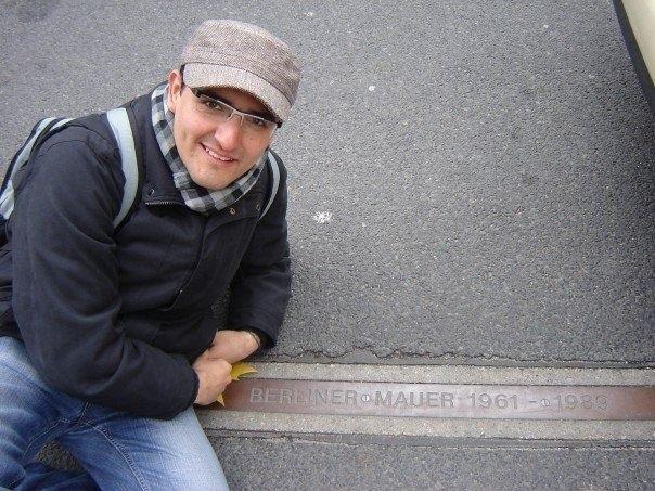 ...yo en el muro de berlín...
