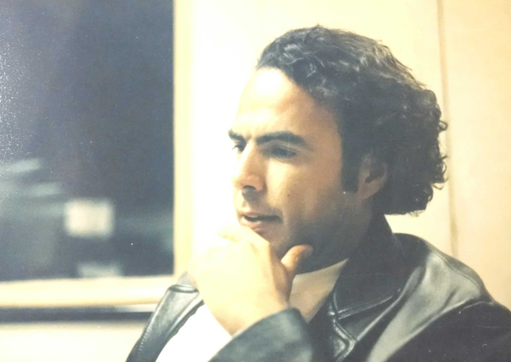 ...esta foto se la tomé a iñárritu ese día en la cabina de reforma.com...