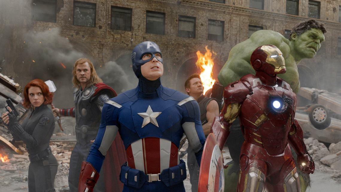 Los cómics ya no se limitan al papel, sino que sus personajes viven en muchos formatos y universos.