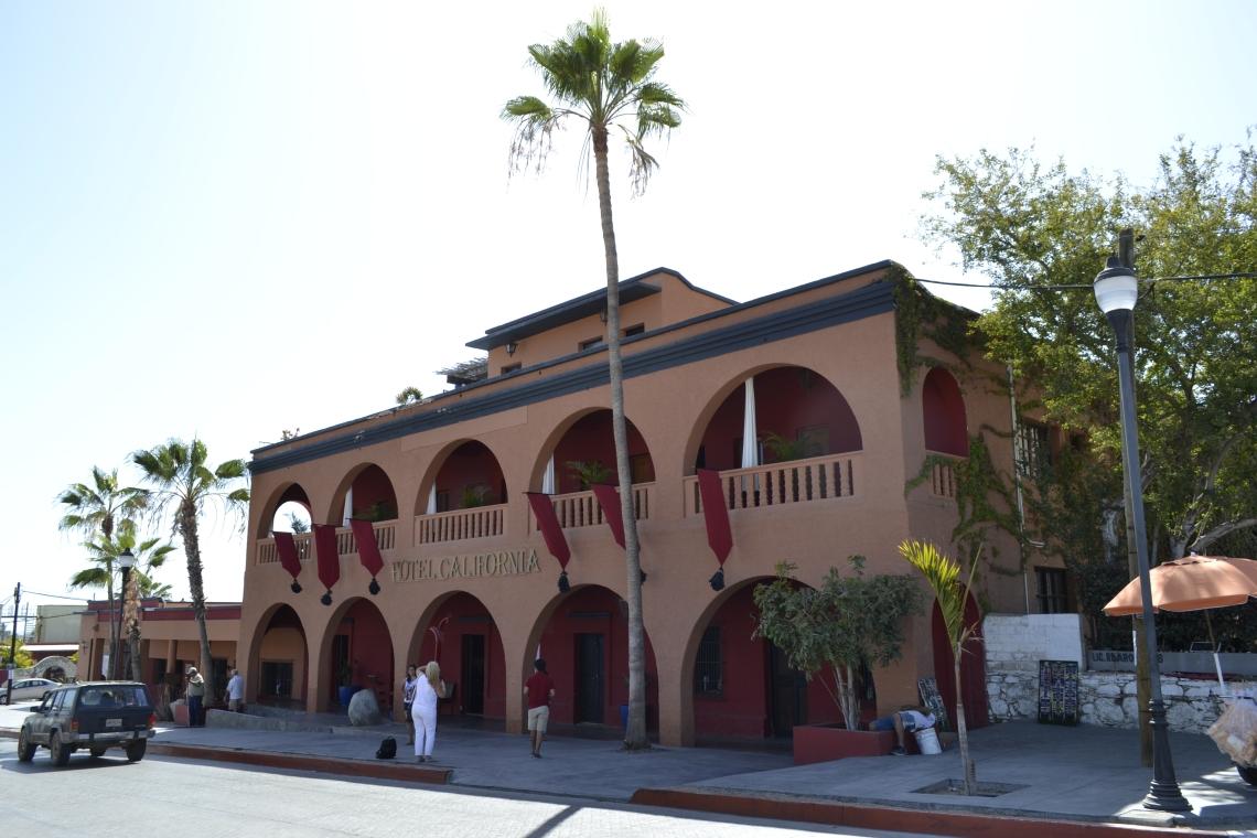 1 La fachada del Hotel California