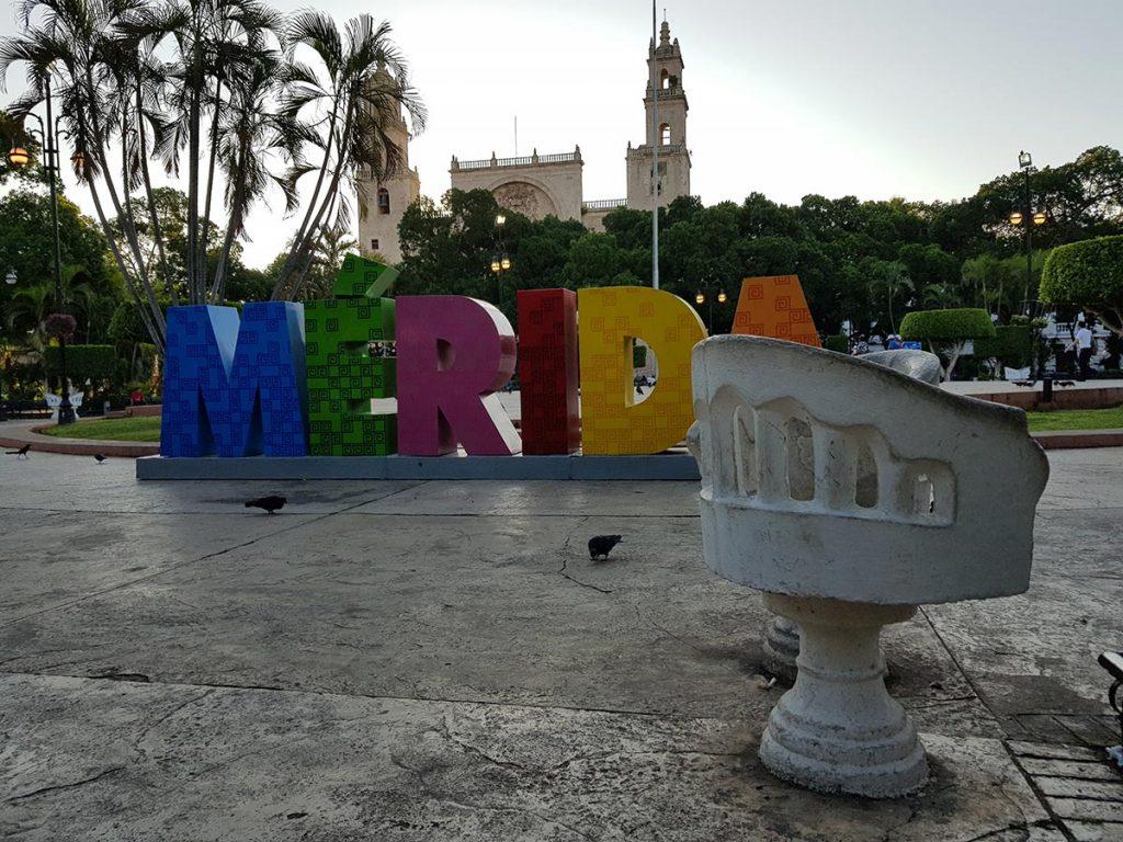 merida-sillas-parque-en-mexico-1024x768